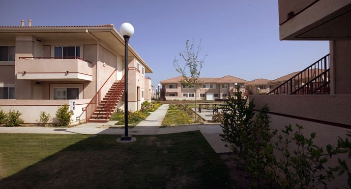 High Quality ... 0404 2482 07 Bakersfield Family Apartments ...